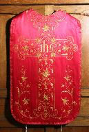 Ornement rouge (n° 2) : la chasuble.