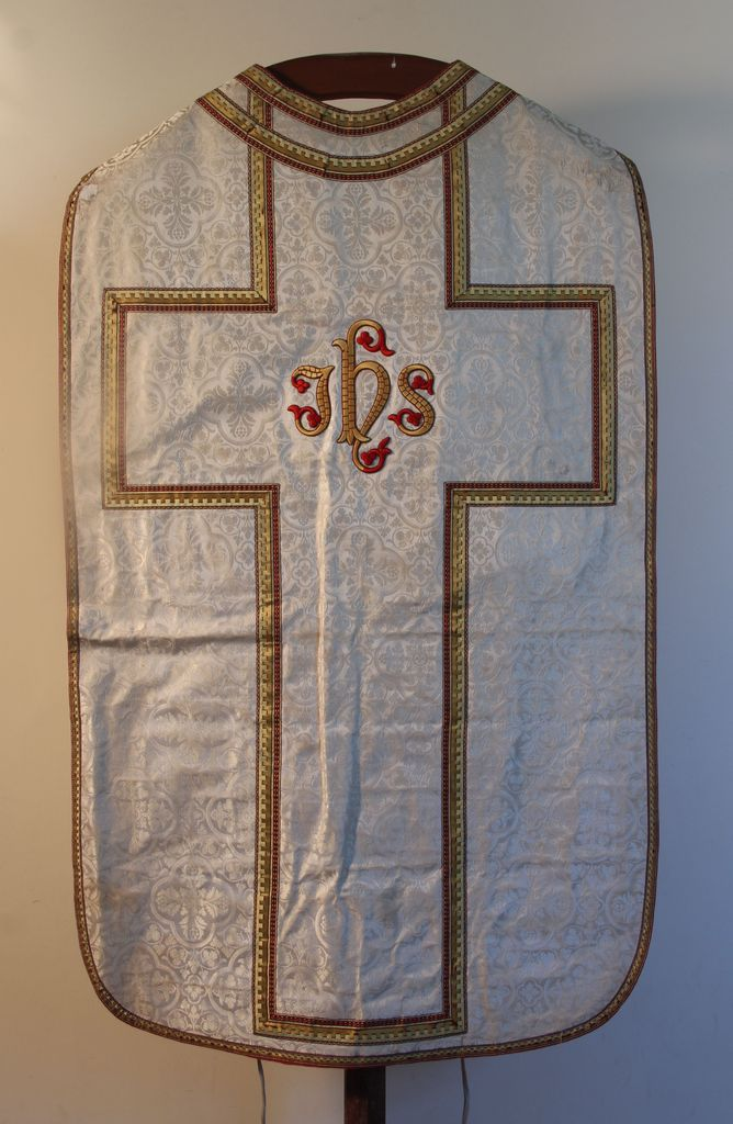 Ornement blanc : la chasuble.