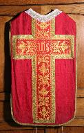 Ornement rouge (n° 3) : la chasuble.
