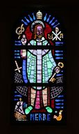 Ensemble de 9 verrières : Christ en majesté, Chrisme, Agneau mystique, Saint Pierre, Saint Vincent de Paul, Sainte Cécile, Sainte Marthe, Saint Laurent, Saint Isidore (baies 0 à 8)